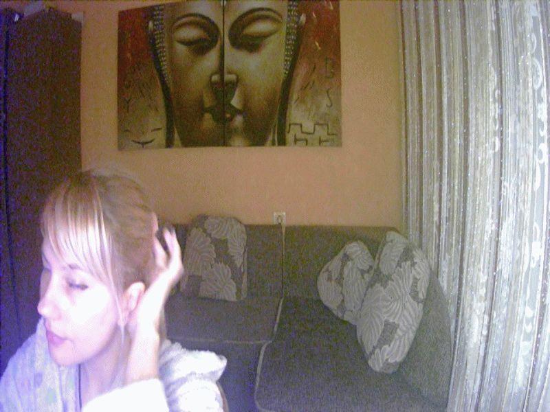 Nu live hete webcamsex met Hollandse amateur  alechka?