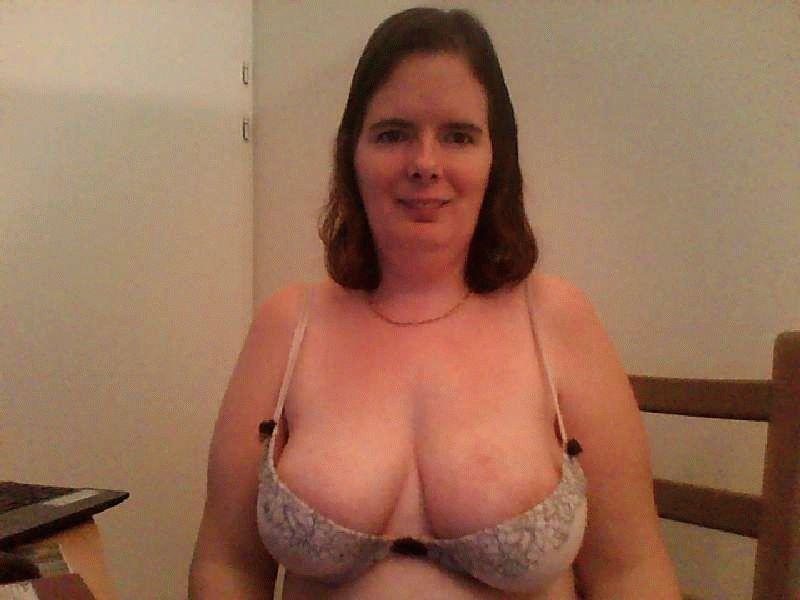 Nu live hete webcamsex met Hollandse amateur  desiree81?