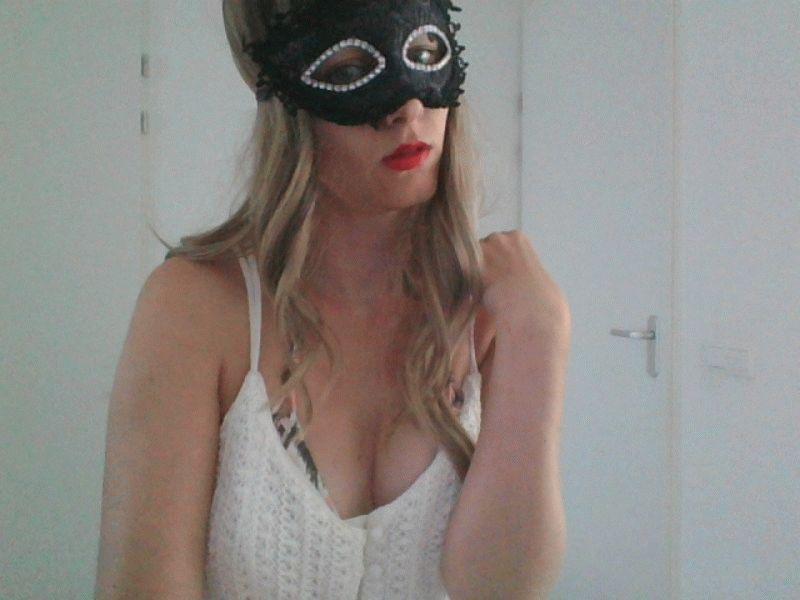 Nu live hete webcamsex met Hollandse amateur  eliteladyrose?