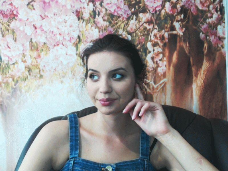 Nu live hete webcamsex met Hollandse amateur  leilasexy?