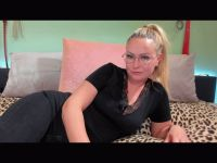 Nu live hete webcamsex met Hollandse amateur  nikkie25?