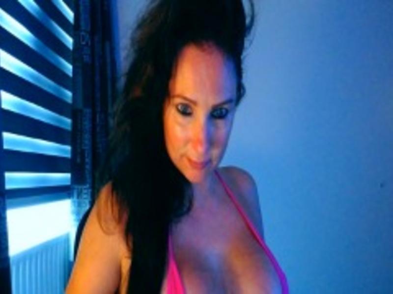 Nu live hete webcamsex met Hollandse amateur  sebriena?