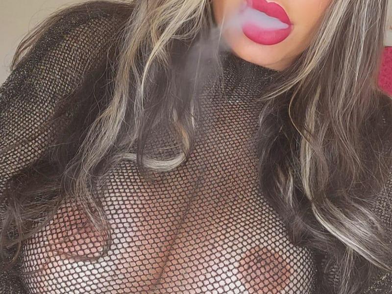 Nu live hete webcamsex met Hollandse amateur  xlarissax?